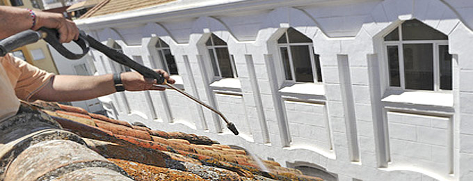 Renovation toiture toit nettoyage d moussage peinture tuiles loire 42 plaine forez - Peinture tuile beton redland ...